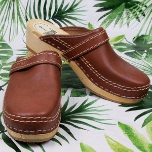 NWOT Simson Dutch brown clogs 40/Us 10